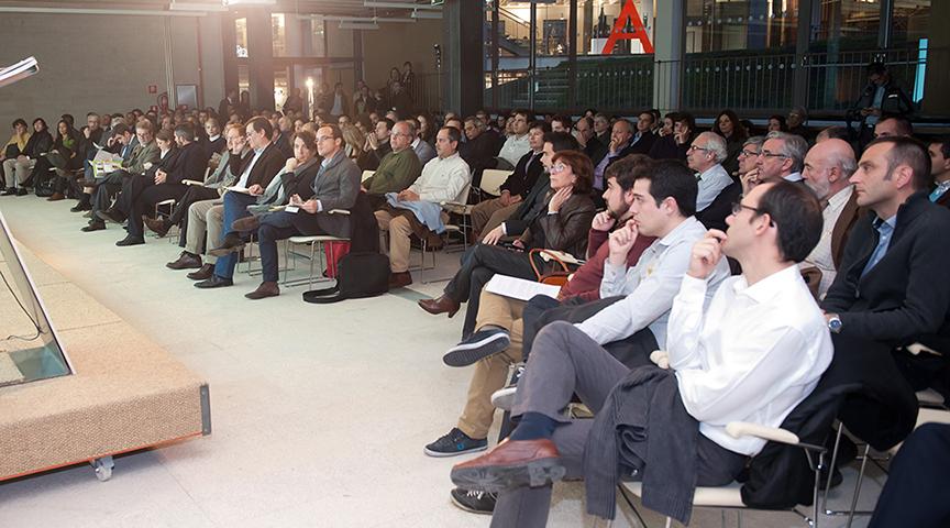 121126 - EMV - Exposicion y conferencia Foro Habitat - Interior 01